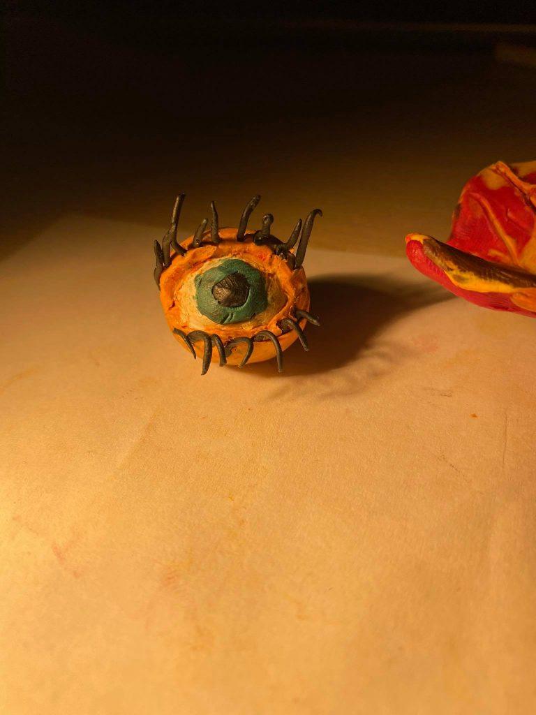 Lapas ir siurrealistinė akis